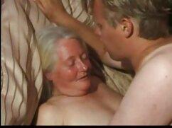 Chicos juntos se follan a una jovencita y le llenan la boca de maduras españolas peludas follando esperma