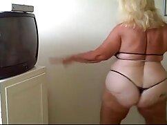¡Aprende chicas! ¡Así es como debes servir mujeres mayores peludas follando a tu esposo!