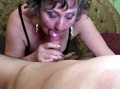 Rubia con grandes tetas abre las piernas maduras peludas con hijos para una recompensa en efectivo