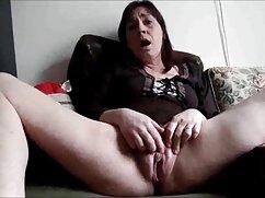 El chico se folla a mujeres mayores peludas follando una linda ninfa