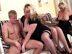 El chico satisface la belleza mujeres mayores peludas follando de la clase más alta.