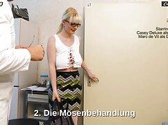Chica pelirroja bastante saltando sobre una mujeres mayores peludas follando erección gruesa