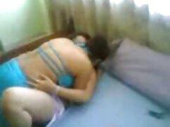 Chica ardiente cayendo en una cama blanda con un compañero destacado maduras velludas follando