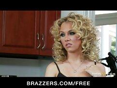 La chica trabaja preciosa con señoras peludas follando rollos