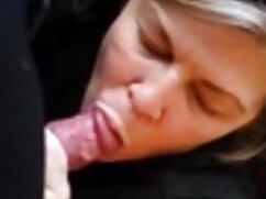 A la chica le encanta maduras peludas follando con hijos seducir con su culito