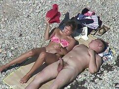 Una morena delgada seduce a un chico en el viejas follando peludas gimnasio
